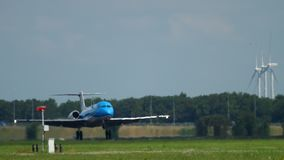 Fokker 70 KLM Cityhopper που προσγειώνεται φιλμ μικρού μήκους