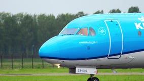 Fokker 70 KLM Cityhopper ездя на такси акции видеоматериалы