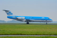 Fokker 70 pH-KZK Air France KLM αεροσκαφών προσγειώνεται στον αερολιμένα Στοκ εικόνες με δικαίωμα ελεύθερης χρήσης