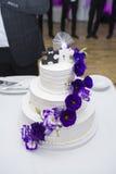 Fokus auf dem Vordergrund Braut ` s Blumen Lizenzfreies Stockfoto