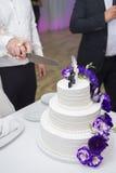 Fokus auf dem Vordergrund Braut ` s Blumen Stockbild