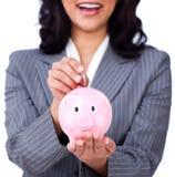 Fokus auf einem piggybank Lizenzfreie Stockfotos