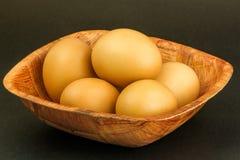 Fokus auf ersten zwei Eiern Stockfoto