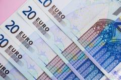 Fokus auf Seil Eurobargeldhintergrund Eurogeldbanknoten stockfotografie
