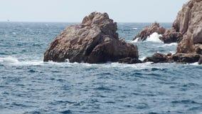 Fokus auf Welle auf dem Vordergrund stock video footage