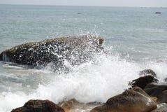 Fokus auf Welle auf dem Vordergrund Lizenzfreie Stockfotos
