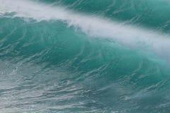 Fokus auf Welle auf dem Vordergrund lizenzfreie stockfotografie