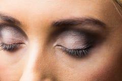 Fokus på ögonmakeup med stängda ögon Royaltyfri Bild