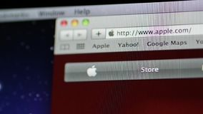 Fokus till safariwebbläsareApple MacOS på iMac datorer stock video