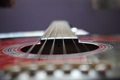 Fokusera gitarrraderna Fotografering för Bildbyråer