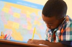 Fokussiert in der Schule Lizenzfreie Stockfotos