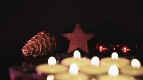 Fokusverschiebung von Stern zu Kerzen stock footage