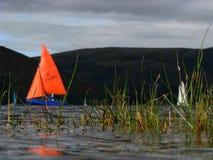 Folâtre l'image des bateaux sur un lac Images stock