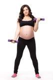 Folâtre la jeune femme enceinte. Forme physique. image stock