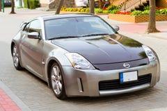 Folâtre la voiture de coupé Nissan 350z dans Palanga Image libre de droits