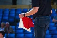 Folâtre le fonctionnaire avec des drapeaux dans la main Photographie stock libre de droits
