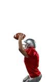 Folâtre le joueur dans le débardeur rouge tenant la boule image libre de droits