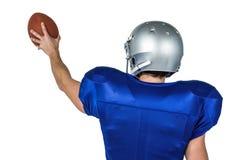 Folâtre le joueur tenant la boule photo stock