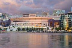 Folâtre le stade à Melbourne au coucher du soleil photographie stock libre de droits