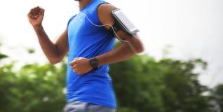 Folâtrez l'athlète Concept de Playlist de Podcast de Concept Oman d'athlète de Playlist de Podcast d'articles de sport d'homme de Photographie stock