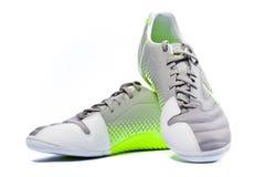 Folâtrez l'isoltead de chaussures sur le blanc. Photographie stock libre de droits