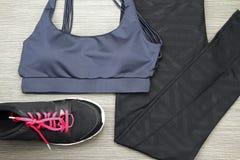 Folâtrez les accessoires et la mode, soutien-gorge de sports du ` s de Grey Women Photographie stock libre de droits