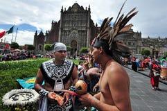 Folclore azteca en el cuadrado de Zocalo, Ciudad de México Imagen de archivo
