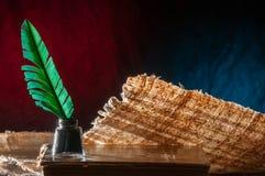 Folha da pena e do papiro imagem de stock