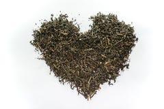 Folha de chá secada na forma do coração Fotografia de Stock Royalty Free