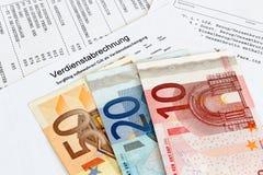 Folha de pagamento com cédulas imagens de stock