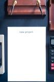 Folha de papel em uma tabela com o projeto novo da palavra Introduza seu texto Foto de Stock Royalty Free