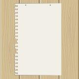 Folha de papel fora rasgada na estrutura de madeira Imagem de Stock