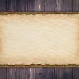 Folha de papel velha no fundo de madeira Foto de Stock Royalty Free