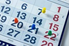 Folha de um calendário e de um close-up da pena imagem de stock royalty free