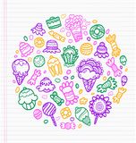 Folha do caderno com os esboços de desenhos coloridos dos doces Fotografia de Stock