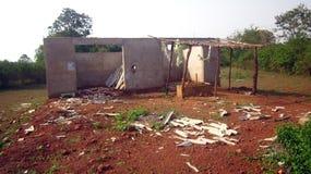 Folha do cimento da casa deixada de funcionar pela tempestade pesada Imagem de Stock Royalty Free