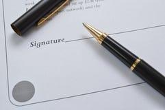 Folha do contrato com pena Imagens de Stock Royalty Free