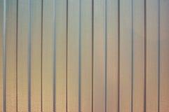 Folha do ferro em uma tira vertical abstraia o fundo Fundo metálico Fotografia de Stock