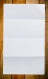 Folha do Livro Branco na madeira Foto de Stock