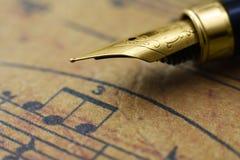Folha e pena de música Imagem de Stock Royalty Free