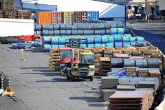 Folha e rolo de aço de metal no porto Fotografia de Stock