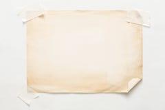 Folha velha do papel do ofício isolada no fundo branco Fotografia de Stock Royalty Free