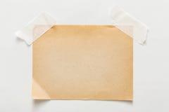 Folha velha do papel do ofício no fundo branco Fotografia de Stock Royalty Free