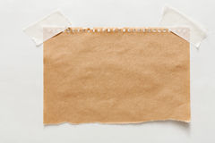 Folha velha do papel do ofício isolada no fundo branco Fotos de Stock Royalty Free