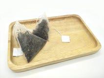 Folhas de chá no saquinho de chá foto de stock royalty free
