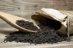 Folhas de chá secas para o chá preto Fotografia de Stock