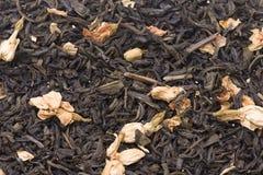 Folhas de chá verdes secas com jasmim Fotos de Stock Royalty Free