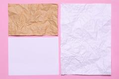 Folhas de papel em um fundo cor-de-rosa Textura do papel amarrotado Foto de Stock Royalty Free