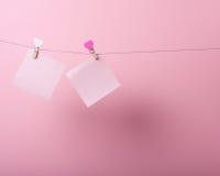 Folhas de papel na linha Foto de Stock