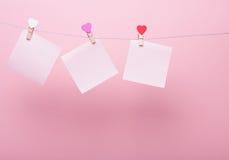 Folhas de papel na linha Fotos de Stock Royalty Free